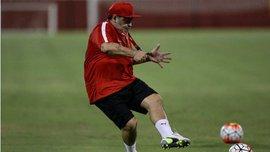 Марадона забил шикарный гол со штрафного на тренировке