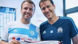 Президент Франції Макрон отримав у подарунок футболку Тотті