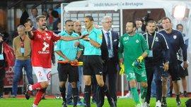 Голкипер Нанси Журден спровоцировал серьезную потасовку между футболистами и ультрас, ударив по фанатам