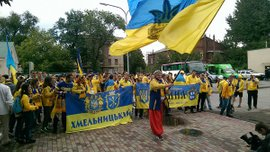 Фанаты сборной Украины провели марш в Харькове перед матчем с Турцией