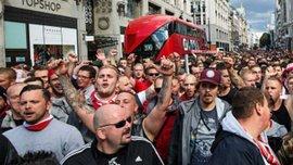 Фанаты Кельна провели впечатляющий марш в Лондоне перед матчем с Арсеналом