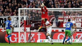 Капитан Штутгарта Гентнер получил жуткую травму головы в матче против Вольфсбурга