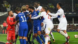 УЄФА відкрив дисциплінарну справу проти Евертона через фаната, який вдарив голкіпера Ліона