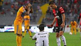 Голкипер Атласа Устари получил жуткую травму колена в матче против Тигрес