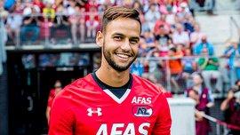Защитник АЗ 2 раза подряд выбил мяч с линии ворот после убийственных ударов игроков Аякса