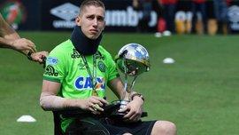 Голкипер Шапекоенсе, который выжил в авиакатастрофе, забил гол протезом ноги