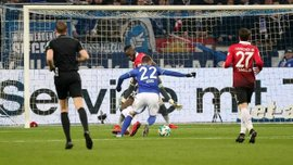 Шальке втратив перемогу над Ганновером – П'яца забив дебютний гол, а у Коноплянки все печально