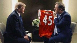 Британський журналіст запропонував Трампу очолити Арсенал та подарував йому іменну футболку клубу