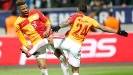 Игроки Галатасарая Донк и Родригес организовали роскошный гол в ворота Касымпаши