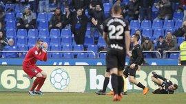 Депортиво – Эйбар: Коваль пропустил курьезный гол, заработал удаление и установил антирекорд 21-го века в дебютном матче