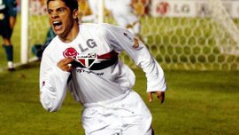 Екс-захисник Реала та Роми Сісінью завершив кар'єру