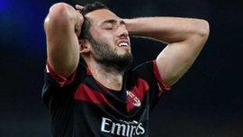 Арсенал – Милан: Чалханоглу назвал арбитра Эрикссона лучшим игроком матча