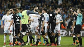 Матч Марсель – Ліон завершився масовою бійкою