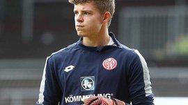 20-летний вратарь Майнца забил нереальный мяч пяткой – однозначный претендент на гол года