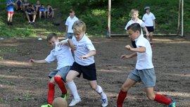 Діти у Львові взяли участь у реконструкції історичного футбольного матчу