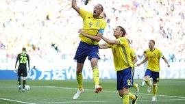ЧМ-2018: российский волонтер спел гимн Швеции и сорвал аплодисменты игроков