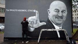 Любить по-русски: фанаты Зенита избили девушек, которые защищали граффити с Черчесовым