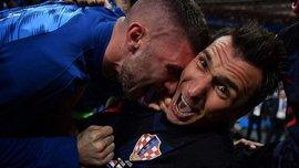 Хорватія – Англія: святкуючи переможний гол, хорвати збили з ніг фотографа, але той продовжив робити епічні світлини
