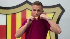 Барселона представила Артура