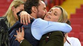 Фото дня ЧС2018: как Саутгейта утешала жена на пустом стадионе после поражения от Хорватии