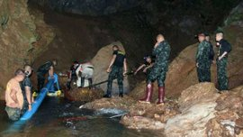 Юные футболисты из Таиланда, которые провели 17 дней в затопленной пещере, будут выписаны из больницы 19 июля