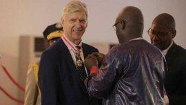 Венгер отримав найвищу нагороду від президента Ліберії Веа