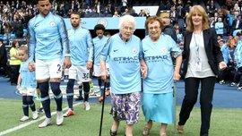 Видео дня: Манчестер Сити выводили на поле 100-летние болельщицы