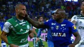 Футболисты Палмейрас и Крузейро устроили драку после матча Кубка Бразилии