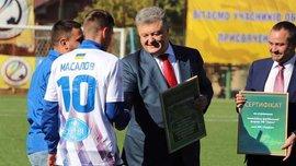 Порошенко и Павелко вручили Таврии сертификат на строительство стадиона