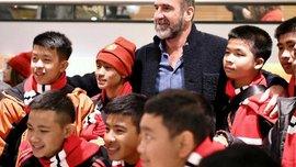 Манчестер Юнайтед привіз на Олд Траффорд дітей, яких врятували в Таїланді – зворушливе відео