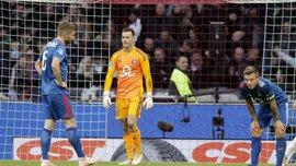 Голкипер Фейеноорда пропустил курьезный гол в матче против Аякса – двойной фейл