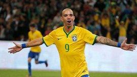 Экс-игрок сборной Бразилии получил дисквалфикацию за то, что чесал голову во время гимна Китая