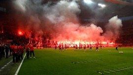 Тренировку Галатасарая перед дерби с Бешикташем посетили 45 тысяч фанатов – они устроили настоящий ад