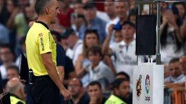 В Мексике арбитр в течение 8 минут с помощью VAR не мог определить, пересек ли мяч линию ворот