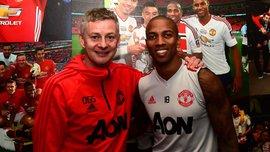Янг продлил контракт с Манчестер Юнайтед