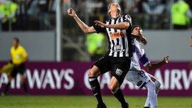 В матчі Кубка Лібертадорес арбітри використовували аркуші паперу замість табло – курйоз дня