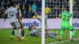 Морозюк получил удаление в первом тайме матча между Ризеспором и Фенербахче – команда украинца проиграла