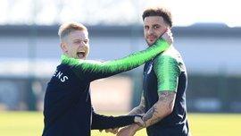 """""""Фото із Зінні краще, ніж зі мною"""", – Вокер кумедно потролив Зінченка після перемоги над Суонсі в Кубку Англії"""