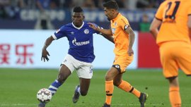 Аугсбург разгромил Штутгарт, Вердер уступил Баварии: 30-й тур Бундеслиги, матчи субботы