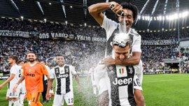 Ювентус неистово праздновал триумф в Серии А – туринцы не экономили на шампанском