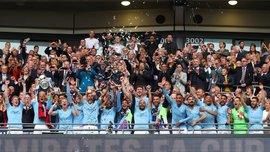 Почти обнаженный сотрудник Манчестер Сити безумно отпраздновал победу в Кубке Англии в раздевалке – курьез дня