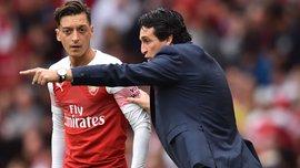 """""""Ти не тренер"""", – Озіл образив Емері після своєї заміни у фіналі Ліги Європи"""