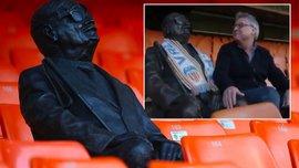 Валенсія встановила статую вболівальнику з вадами зору – він не дожив до тріумфу команди в Кубку Іспанії