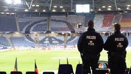 Фанати розбили голову поліцейському – моторошне відео з чемпіонату Румунії