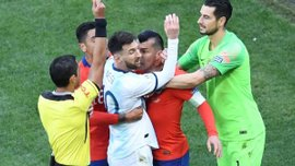 Аргентина – Чилі: арбітр поєдинку пояснив скандальне рішення вилучити Мессі та Меделя