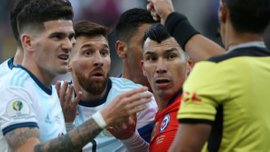 Аргентина – Чили: Медель рассказал о стычке с Месси и прокомментировал скандальное решение арбитра