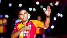 """Фалькао офіційно представили фанатам Галатасарая: форвард увійшов у кураж від """"вогняного"""" прийому"""
