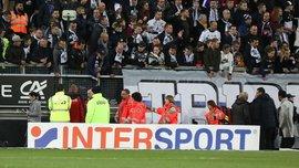 Фанат французского клуба упал с 3-метровой трибуны – болельщик получил тяжелые повреждения
