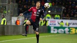 Защитник Кальяри в эффектном стиле Суареса рукой спас ворота от гола – курьез тура Серии А