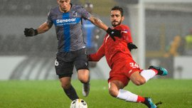Украинский арбитр ошибочно назначил пенальти в матче Лиги Европы